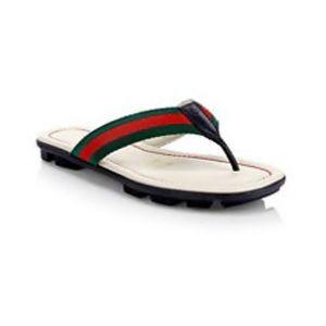 NWT Gucci Kids Titan Beach Flip Flip Sandals logo